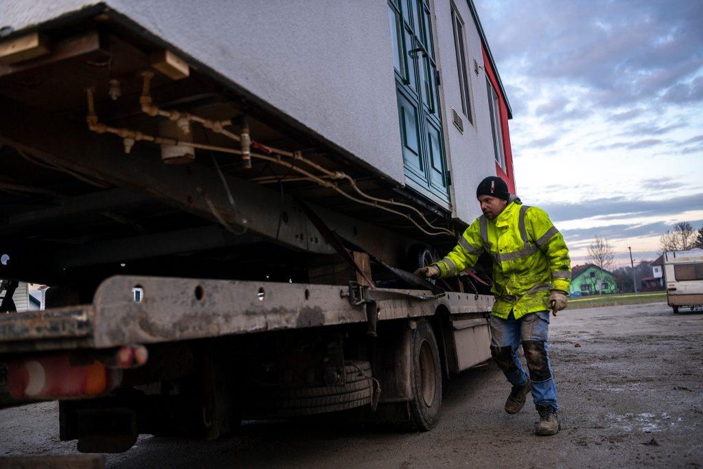 Ungarische Bauunternehmen schenken Wohncontainer an Kroatien