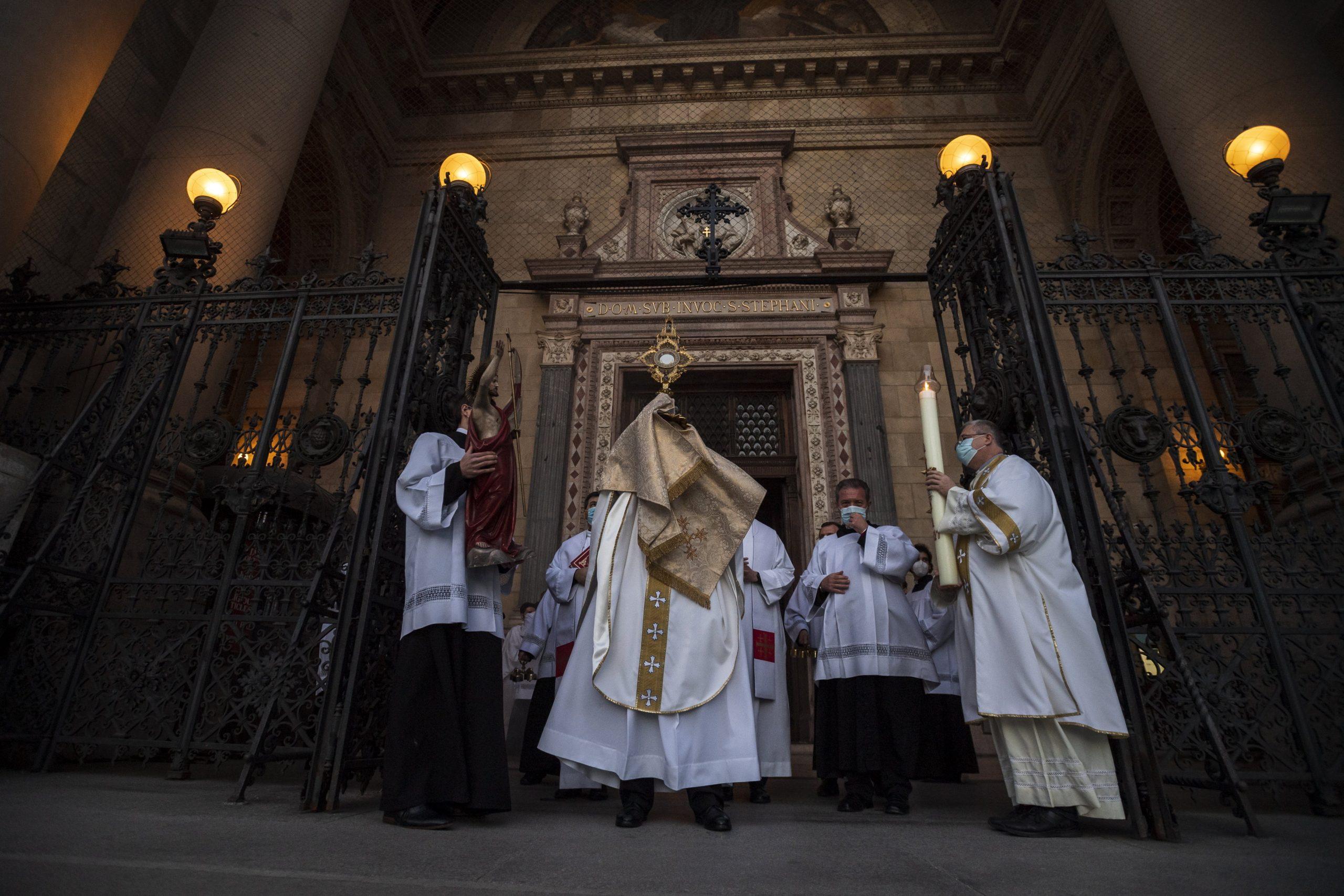 Coronavirus - Ungarn beginnt mit der Impfung von Priestern