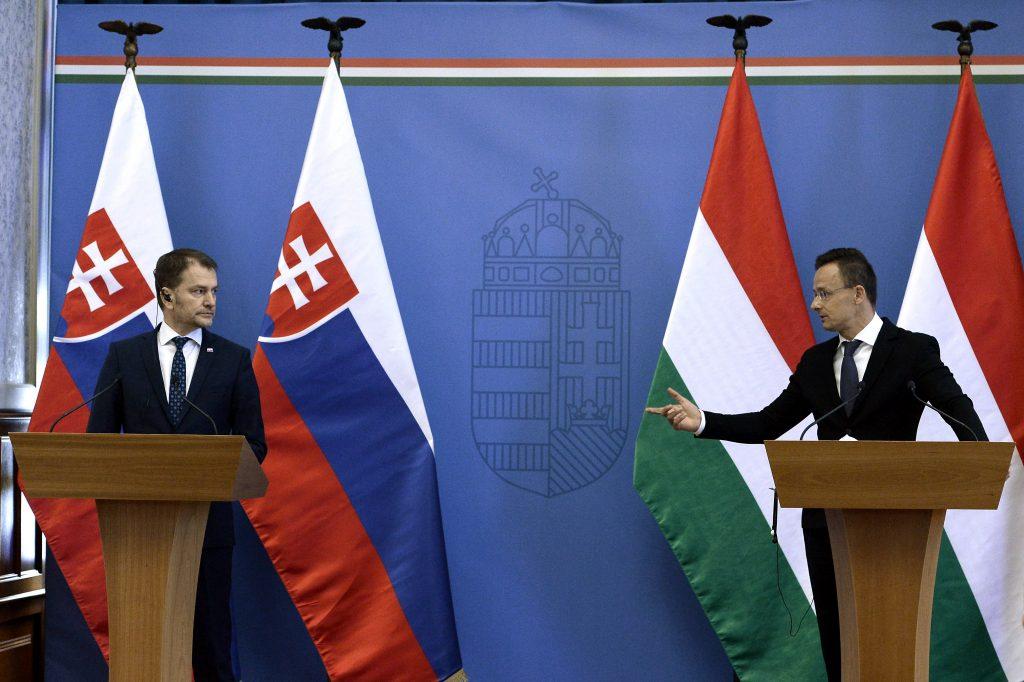 Außenminister: Ungarn hilft der Slowakei bei den Tests von Sputnik V