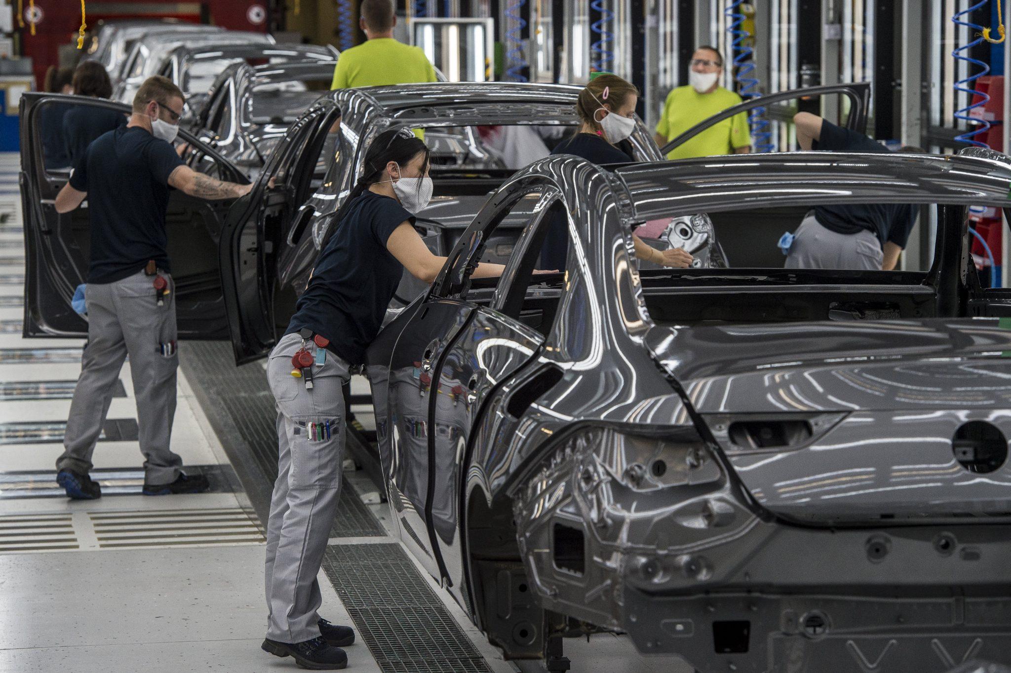 Mercedes, Audi, MOL wollen selbst impfen