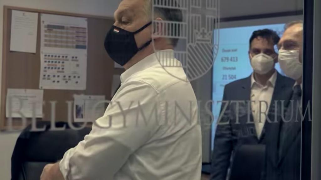 Orbán popularisiert die Impfung sogar während Ostern