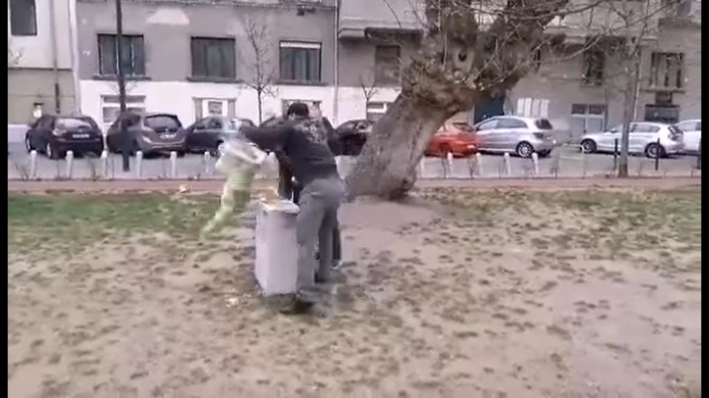 BLM-Statue in Budapest gestürzt und zerbrochen