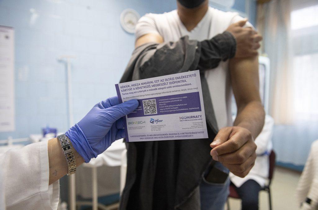 """Ombudsmann: """"Im Ausland geimpfte sollten die gleichen Rechte haben"""" post's picture"""