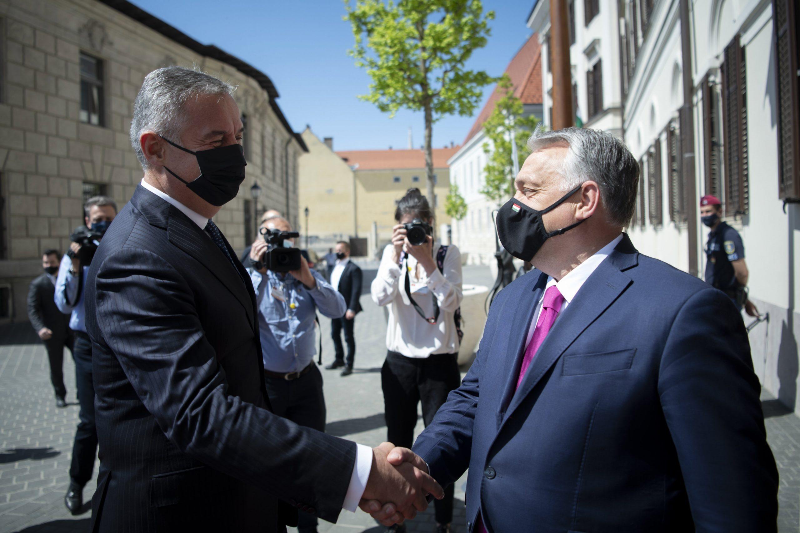 Orbán und Djukanovic diskutieren die gegenseitige Akzeptanz von COVID-Schutzkarten
