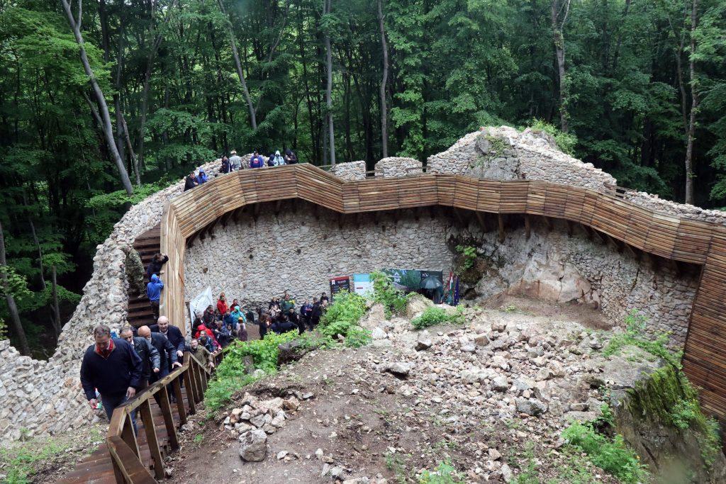 Burgruine Szádvár für Tourismus ausgebaut – Fotos! post's picture