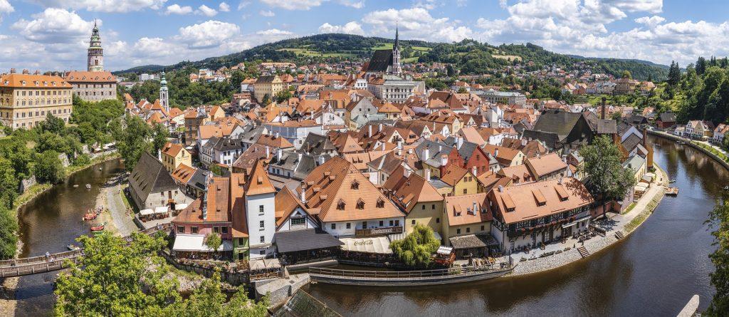 Ab Montag freie Einreise für Geimpfte aus Ungarn nach Tschechien post's picture