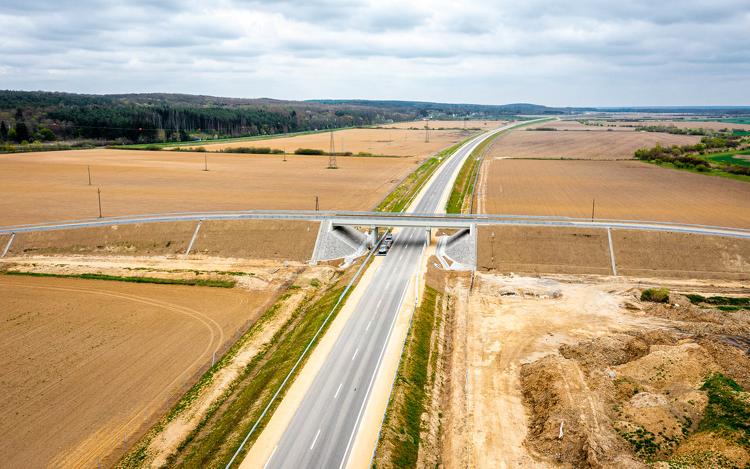 Schnellstraße M8 bis zur österreichischen Grenze bei Heiligenkreuz kurz vor Fertigstellung