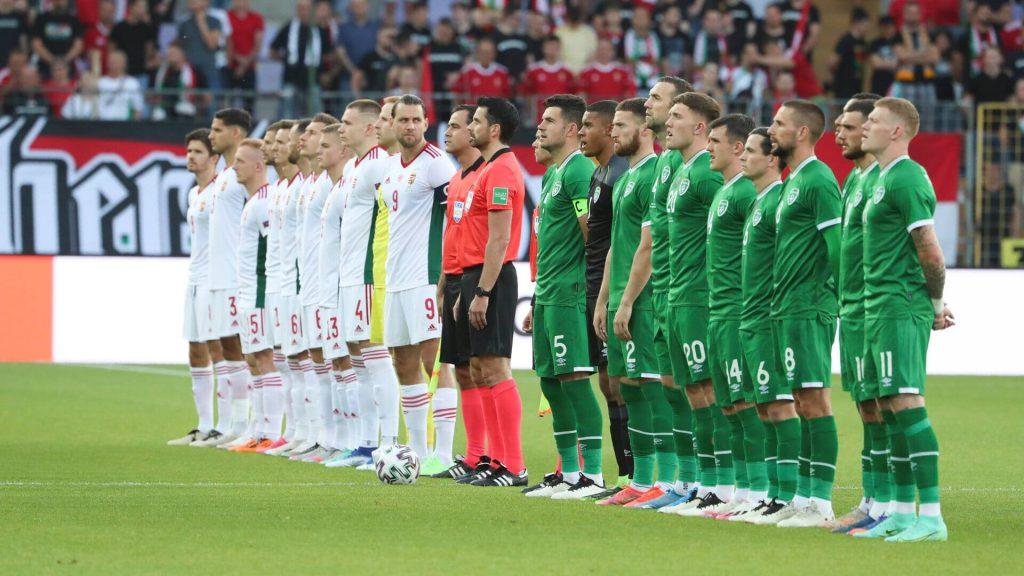 Irische Spieler knieten nieder, ungarische Fans pfiffen post's picture