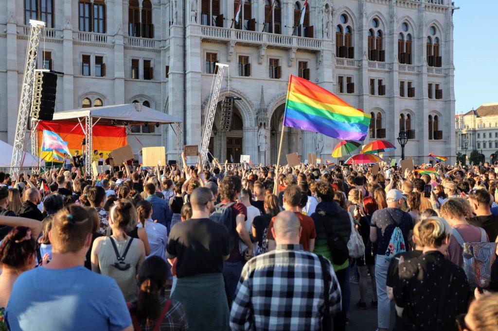 Budapost: Diskussion über ein Verbot von LGBT-Werbung unter Minderjährigen post's picture