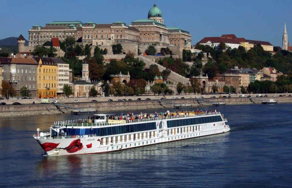 Fast nach einem Jahr dürfen Kreuzfahrtschiffe nach Ungarn fahren post's picture