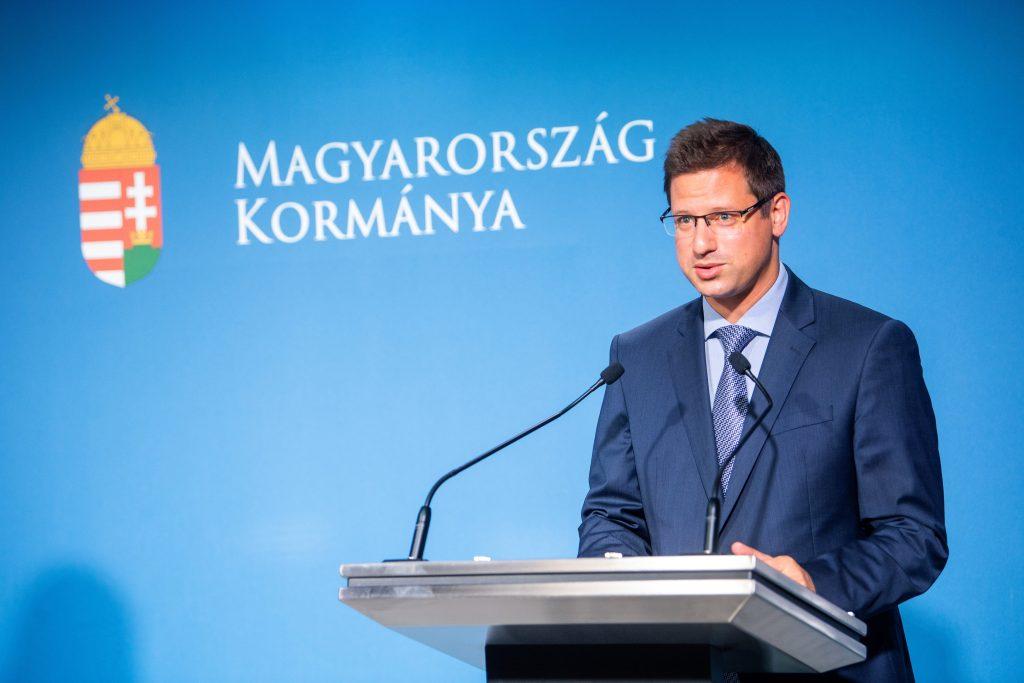 Kanzleramtsminister Gulyás: Maskenpflicht entfällt ab 5,5 Millionen Geimpften post's picture