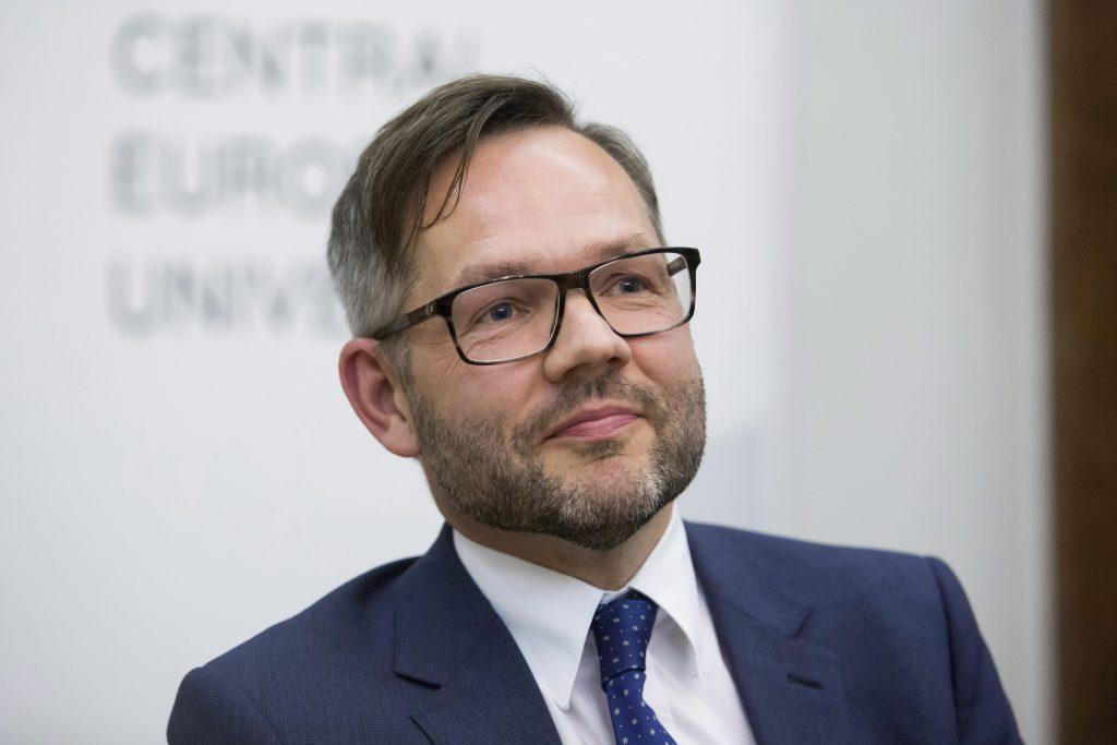 """Staatminister Roth: """"Ungarns neues Gesetz ist eine staatliche Diskriminierung von LGBTI-Personen"""""""