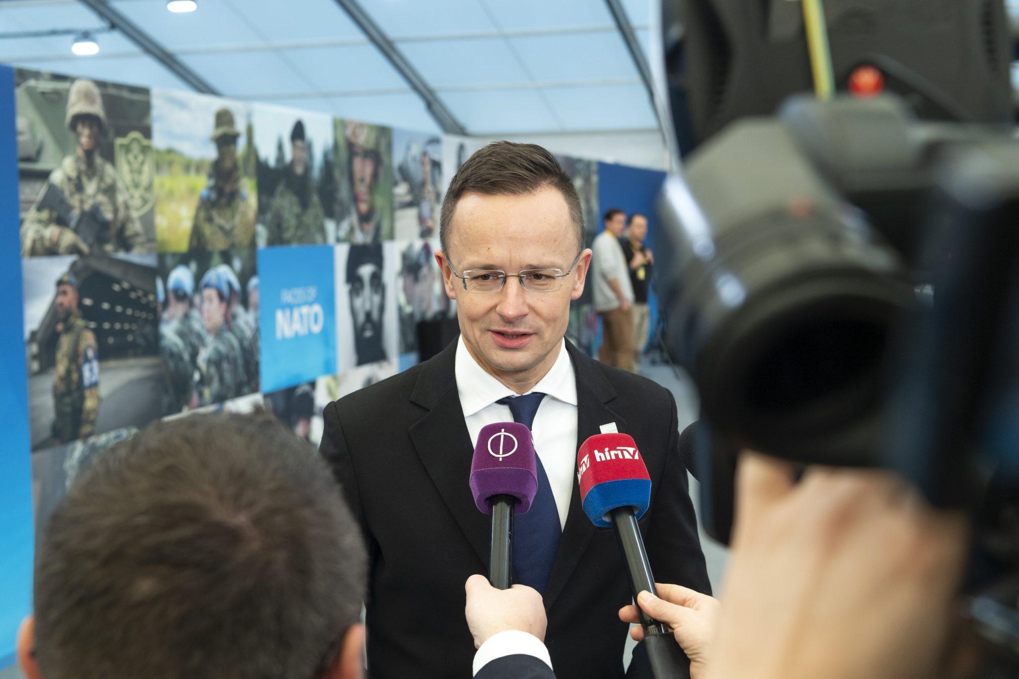 Außenminister: Ungarn soll im November die Führung der größten Landoperation der Allianz übernehmen