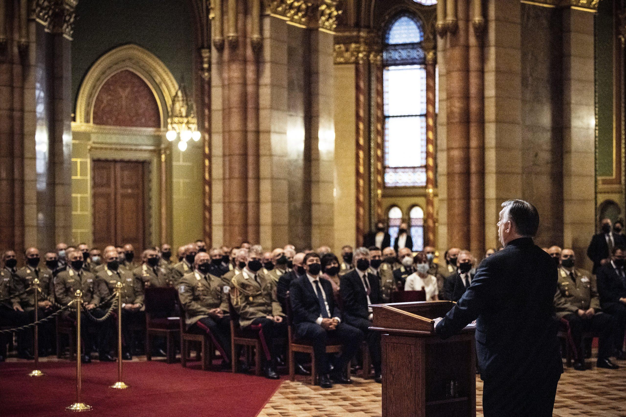 Orbán: Ungarn will eine starke und moderne Armee haben