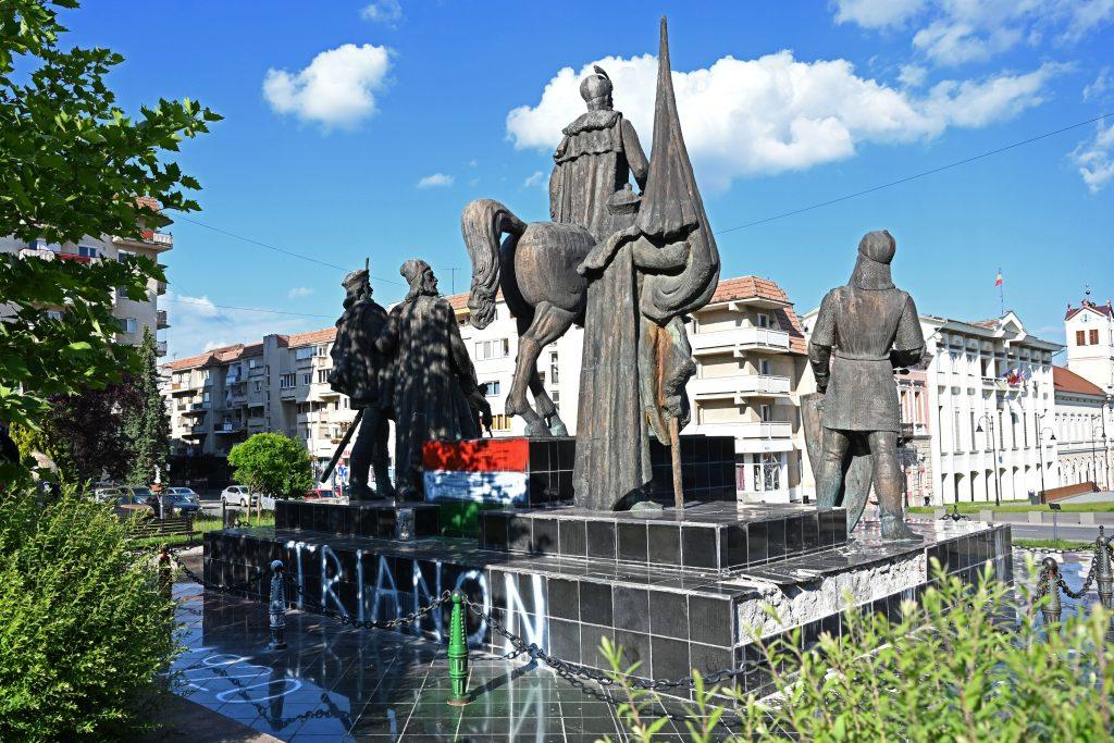 Trianon-Jahrestag: Jugendliche sollen rumänisches Denkmal bemalt haben post's picture