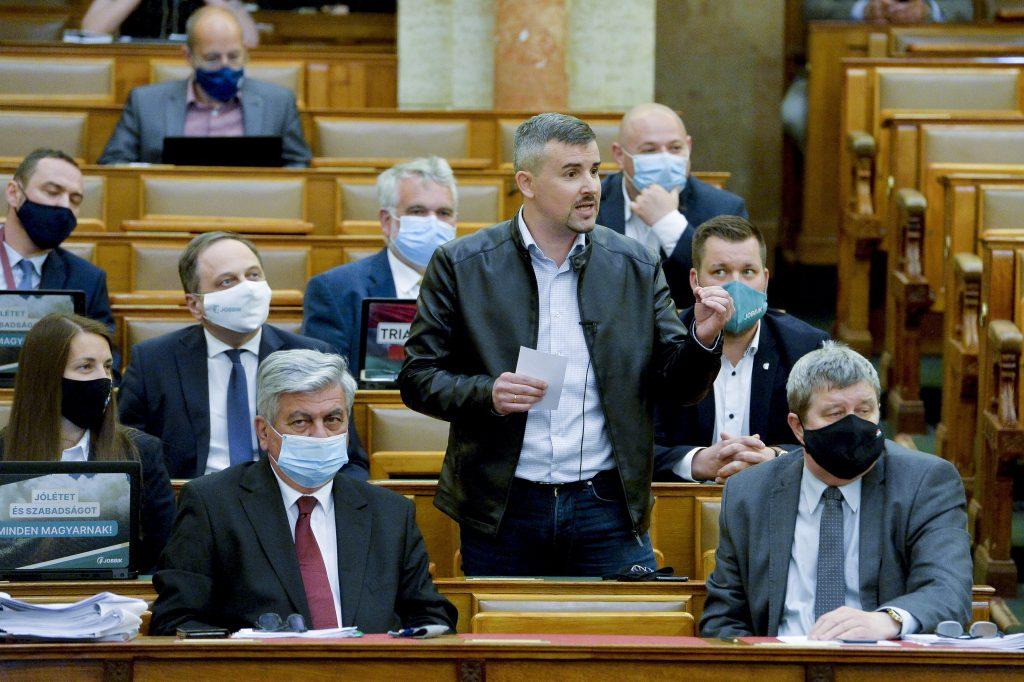 """Jakab an Orbán: """"Fidesz-Abgeordnete könnten eine komplette Kerker-Mannschaft ausmachen"""" post's picture"""