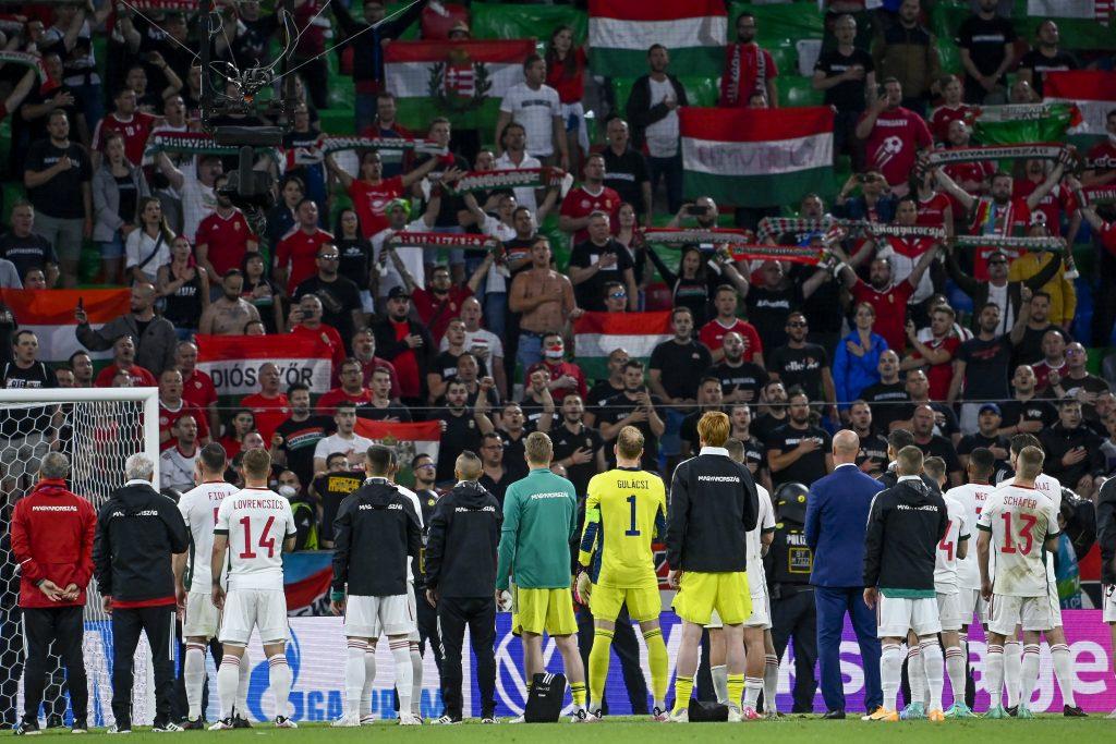 UEFA ermittelt wegen angeblicher homophober Äußerungen ungarischer Fans post's picture