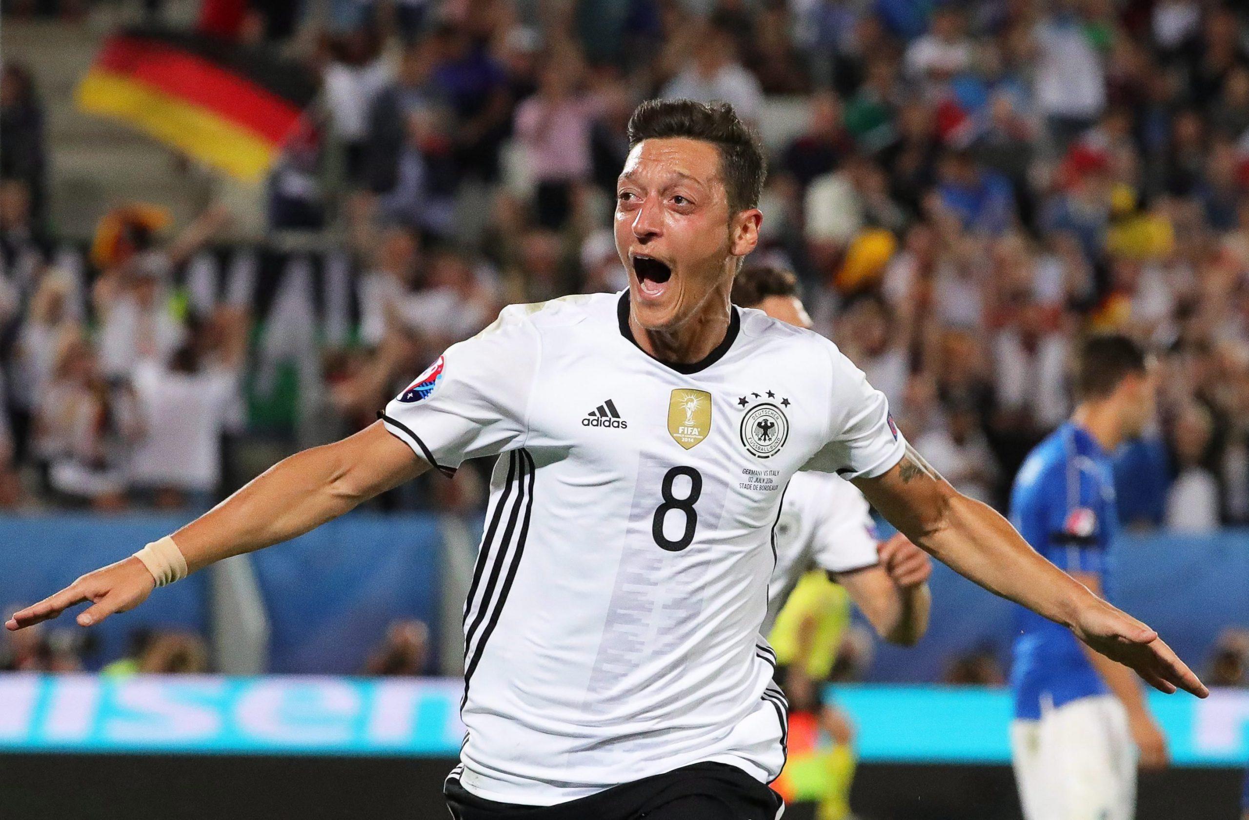Deutschland-Legende Özil nimmt ungarischen Verteidiger in sein EURO 2020 Dream Team auf
