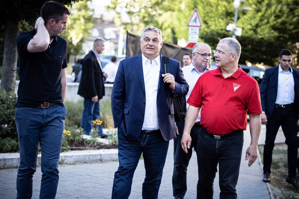 """Orbán: """"Ungarn wird von drei Gefahren bedroht: Völkerwanderung, Pandemien und Gyurcsány"""" post's picture"""