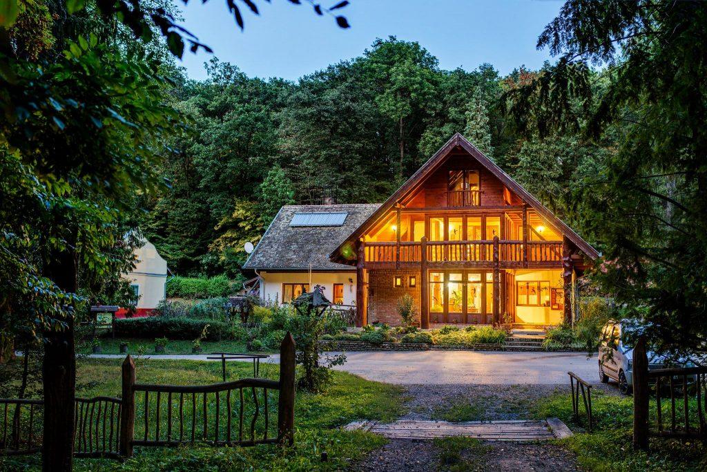"""Gästehaus Annafürdő: """"Hütte des Jahres"""" – Fotos! post's picture"""
