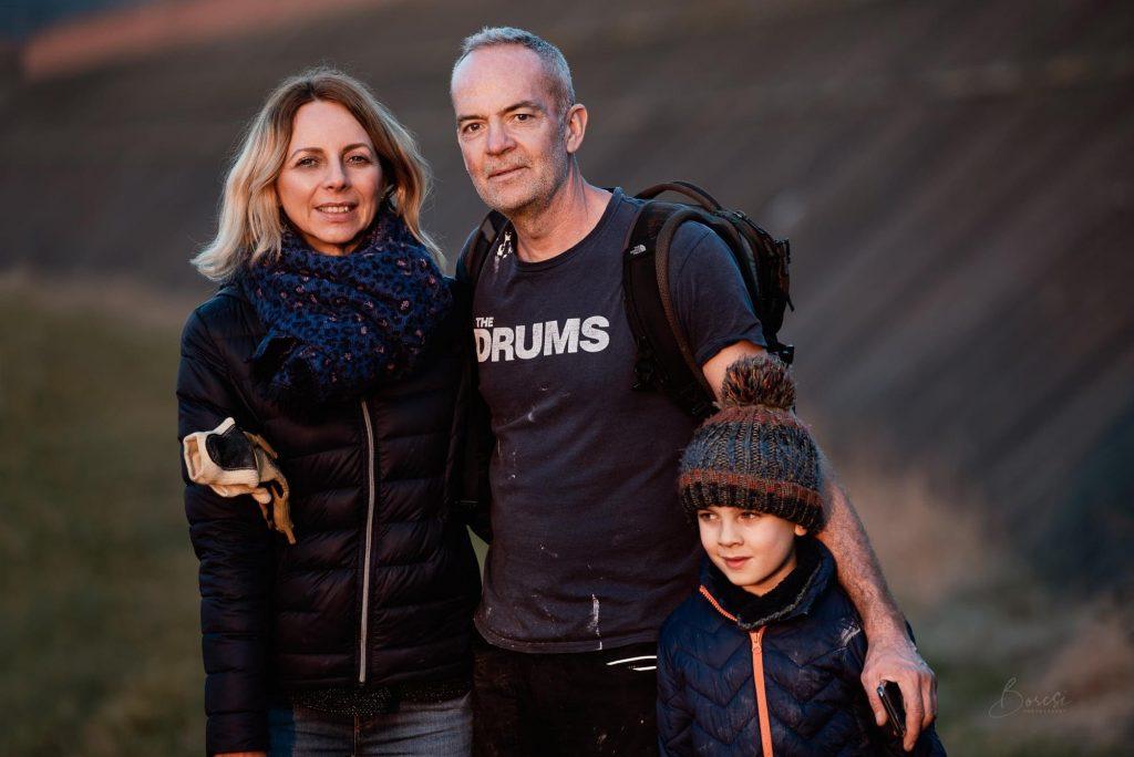 Britischer Feuerwehrmann und Familie ziehen nach Ungarn und widmen Freizeit für die Reinigung der Theiß post's picture
