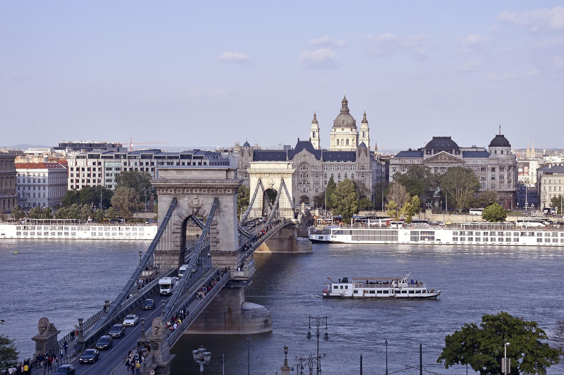 Entlastung des Verkehrs durch Schiffslinie nach Sperrung der Budapester Kettenbrücke