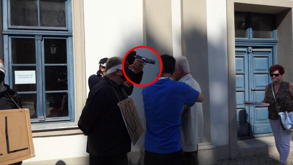 Dobrev-Wahlkampfveranstaltung von einem bewaffneten Mann gestört post's picture