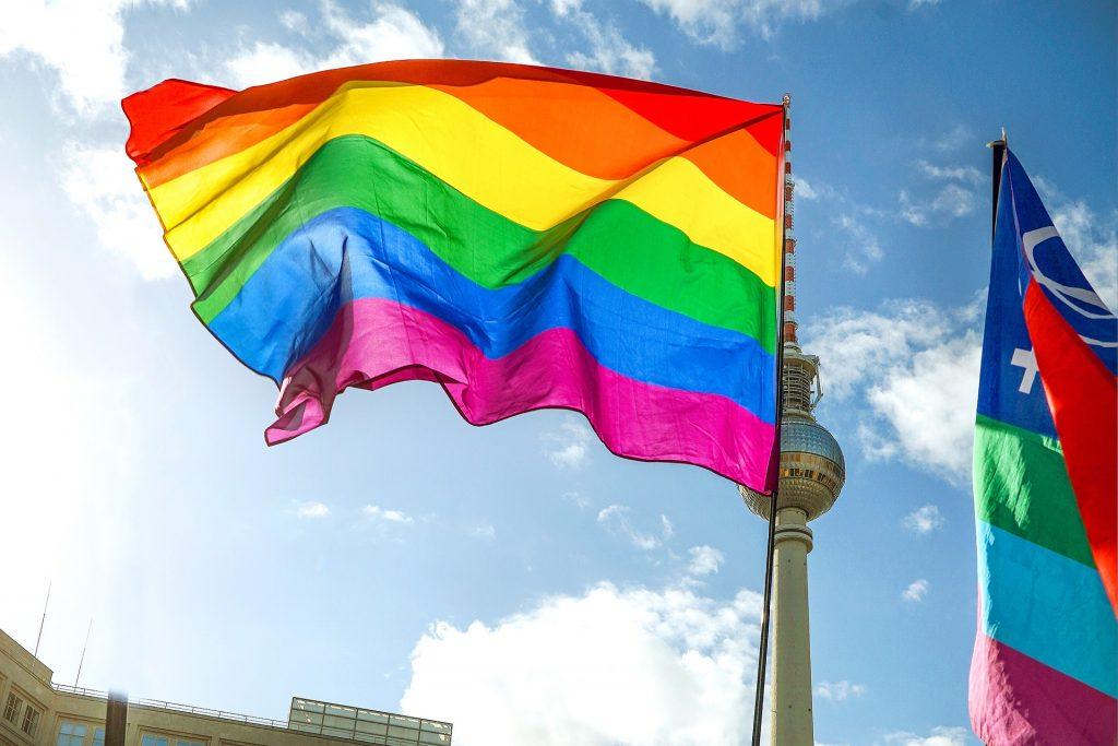 Budapost: Europaparlament fordert Anerkennung gleichgeschlechtlicher Ehen post's picture