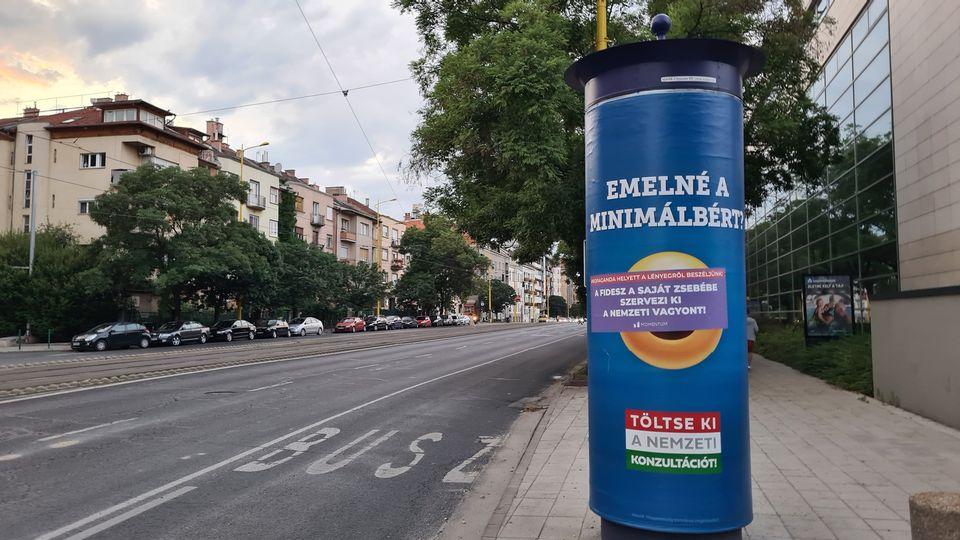 Regierungsplakate mit Emojis: Opposition startet Gegenkampagne