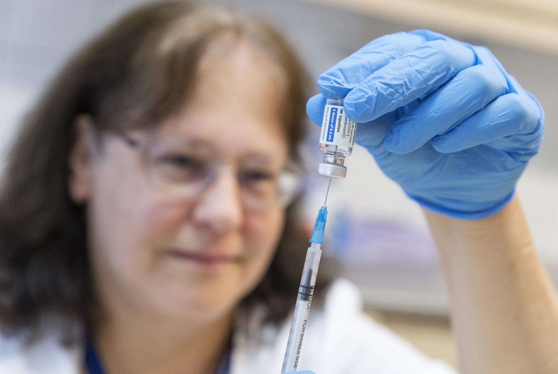 Ungarn gibt als erstes Land in Europa grünes Licht für Auffrischungsimpfung