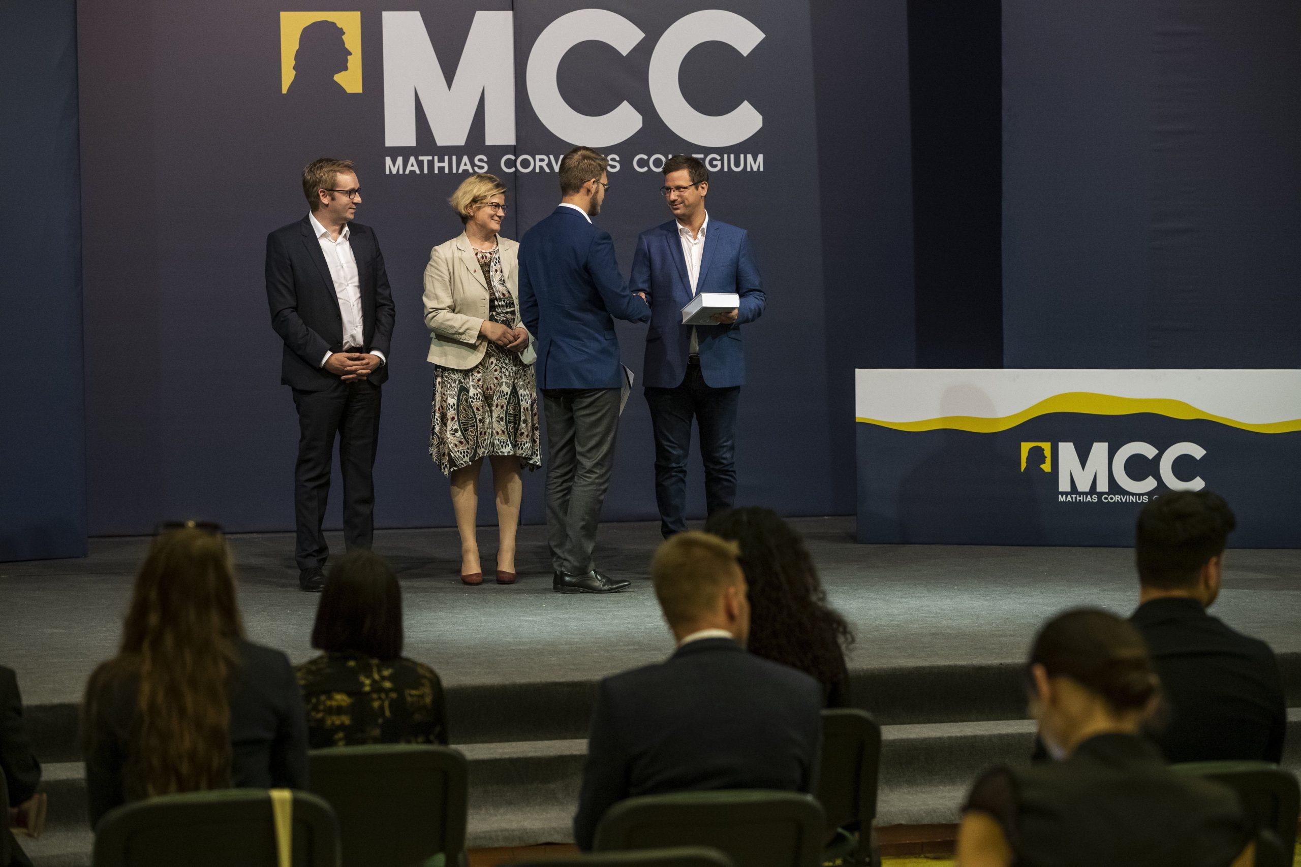 Kanzleramtsminister bei der Abschlussfeier des Mathias-Corvinus-Collegiums:
