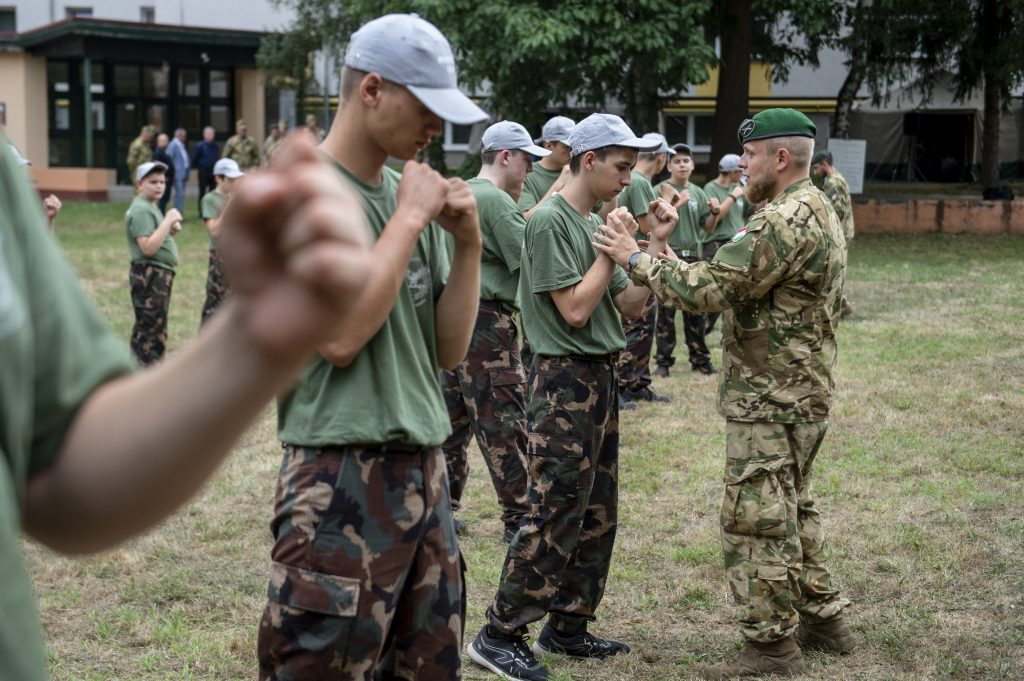 Militär bietet neuen Freiwilligendienst für Jugendliche an post's picture