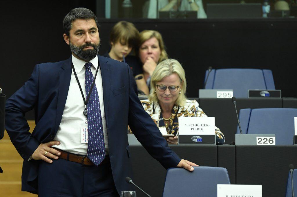 """Fidesz-Abgeordneter kritisiert den EU-Bericht und bezeichnet ihn als """"politische Erpressung"""" post's picture"""