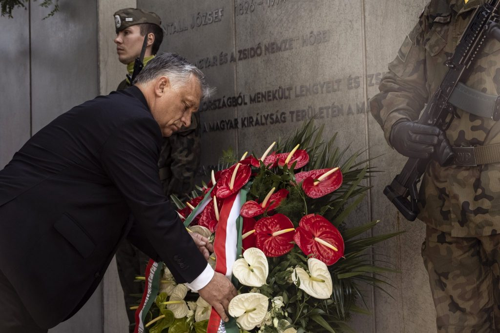 Morawiecki und Orbán legen Kränze am Denkmal in Kattowitz nieder post's picture