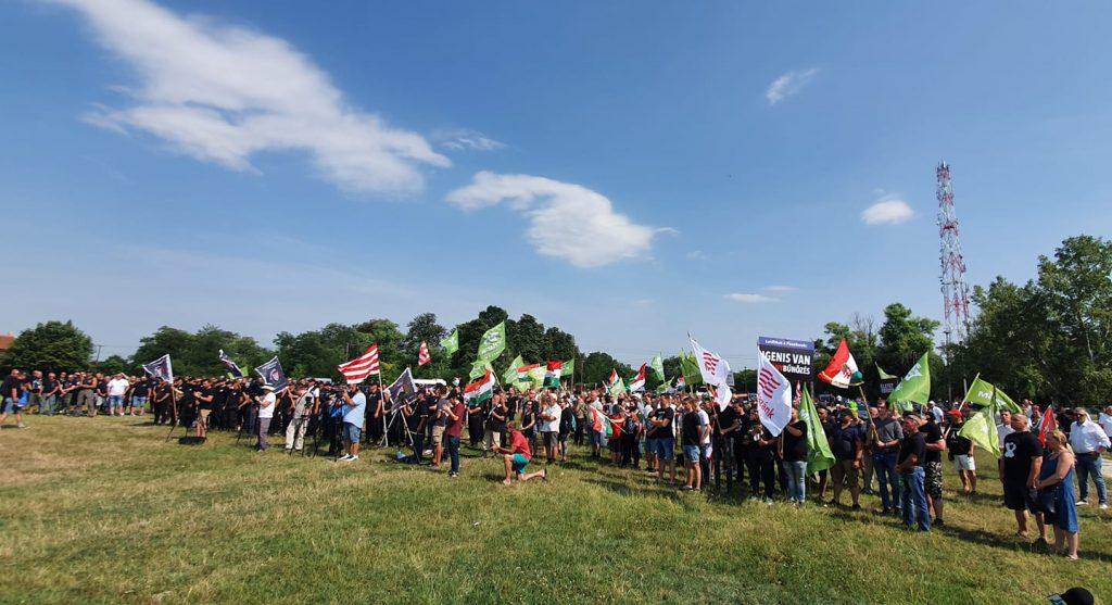 """Demonstration gegen """"Zigeunerkriminalität"""" in Jászapáti post's picture"""