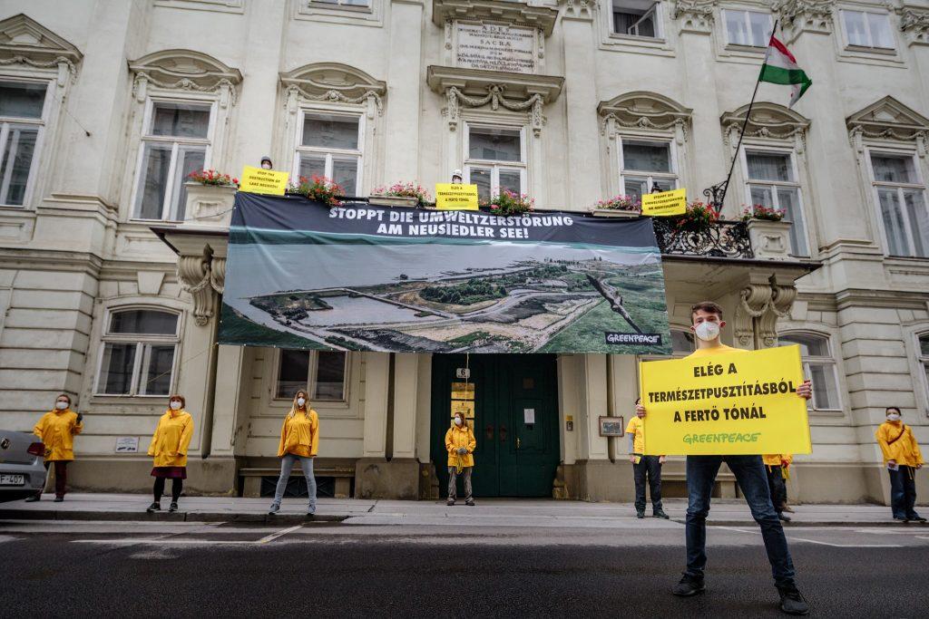 Neusiedlersee-Projekt: Demo vor der ungarischen Botschaft in Wien post's picture