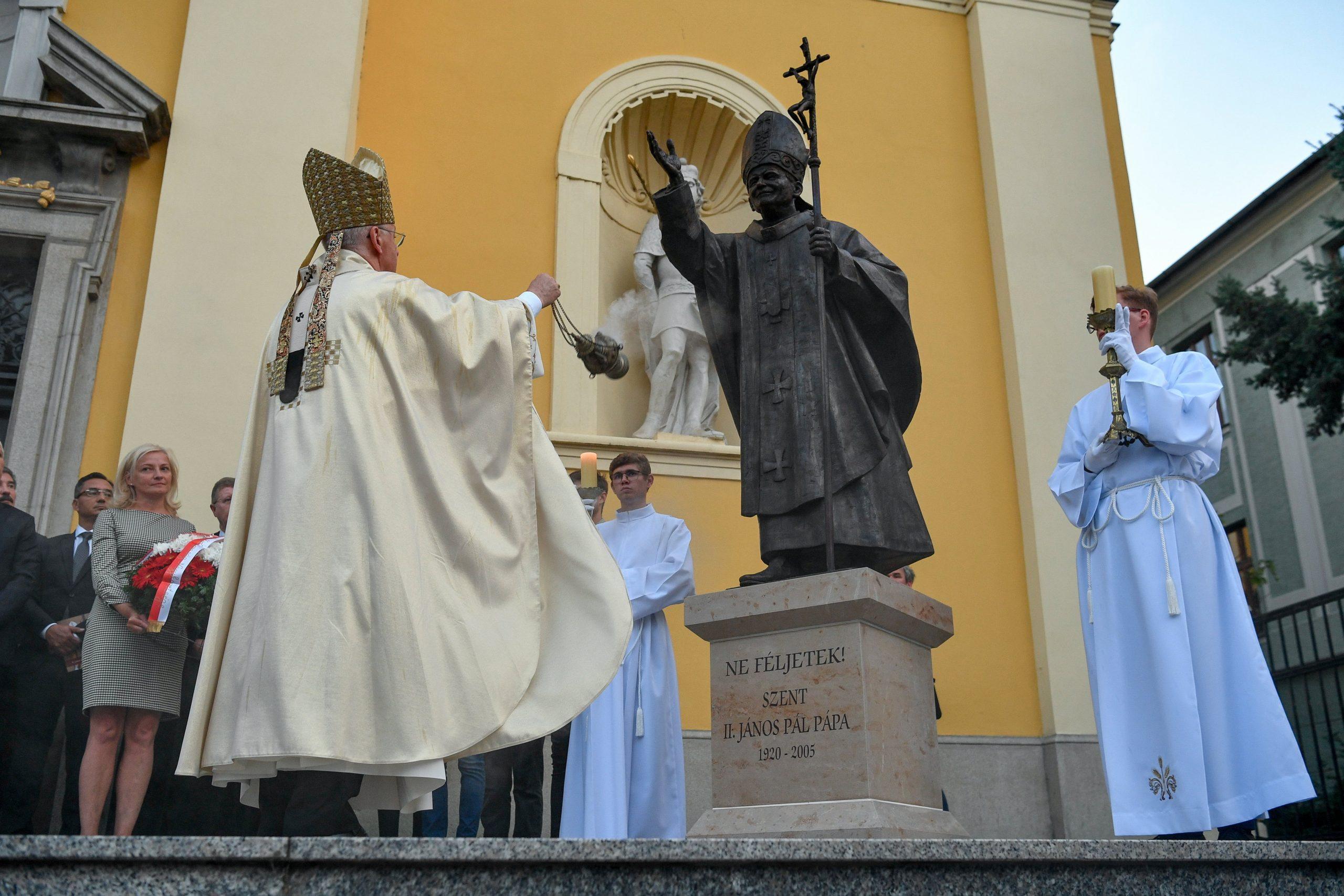 Statue von Papst Johannes Paul II. in Debrecen eingeweiht
