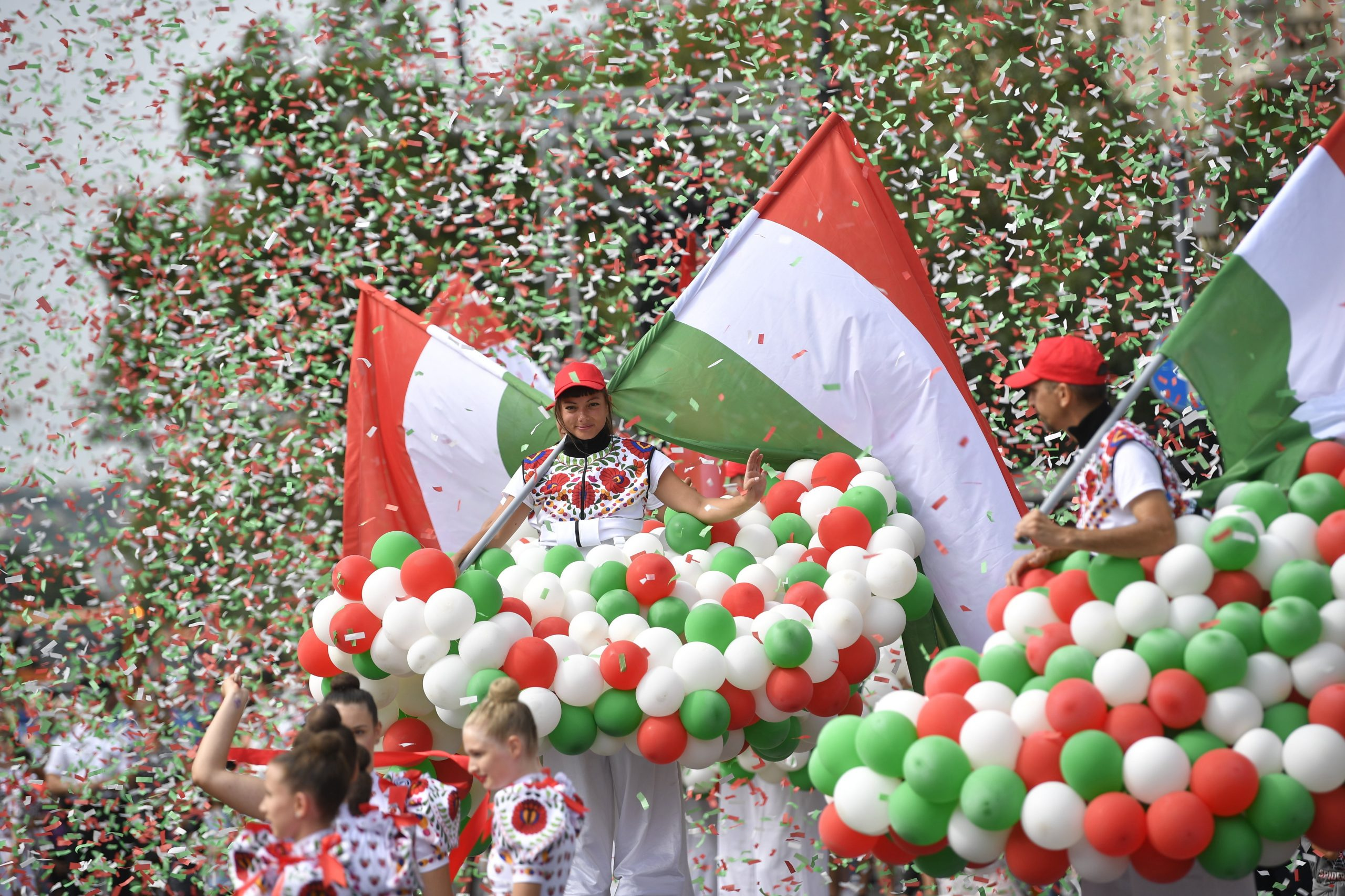 Tag der Staatsgründung: Ungarn feiert - Atemberaubende FOTOS!