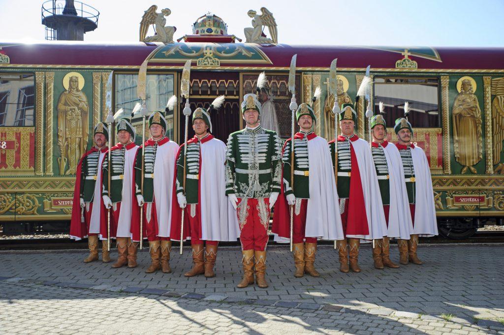 "Nationalfeiertag: Legendärer ""Goldener Zug"" ausgestellt post's picture"