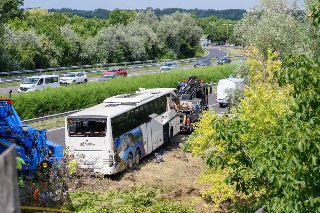 Busunglück auf M7: Einer der Verletzten ist im Krankenhaus verstorben post's picture