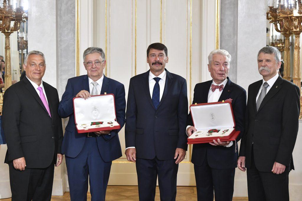 Professor E. Sylvester Vizi und László Lovász erhalten den ungarischen Sankt-Stephan-Orden, die höchste Auszeichnung Ungarns post's picture