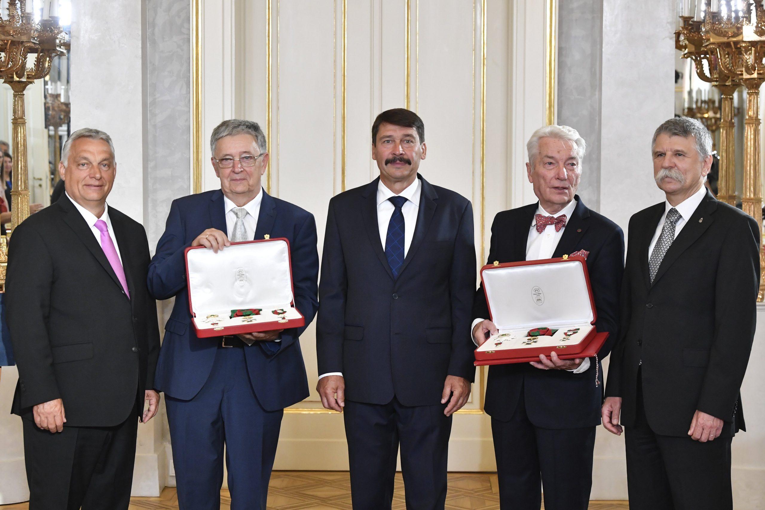 Professor E. Sylvester Vizi und László Lovász erhalten den ungarischen Sankt-Stephan-Orden, die höchste Auszeichnung Ungarns