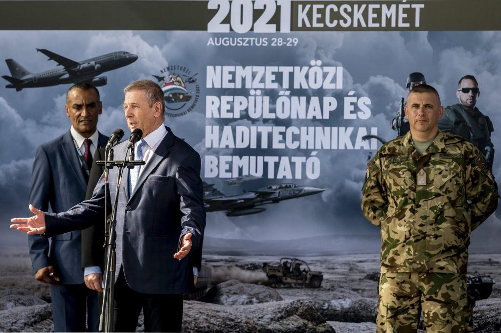 Verteidigungsminister: Starkes Ungarn ohne starke Armee ist unvorstellbar post's picture