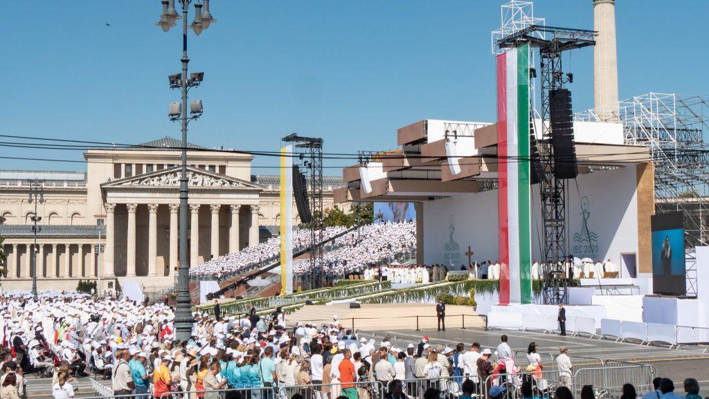 Presseschau von Budapost: Papst Franziskus zelebriert Messe in Budapest post's picture