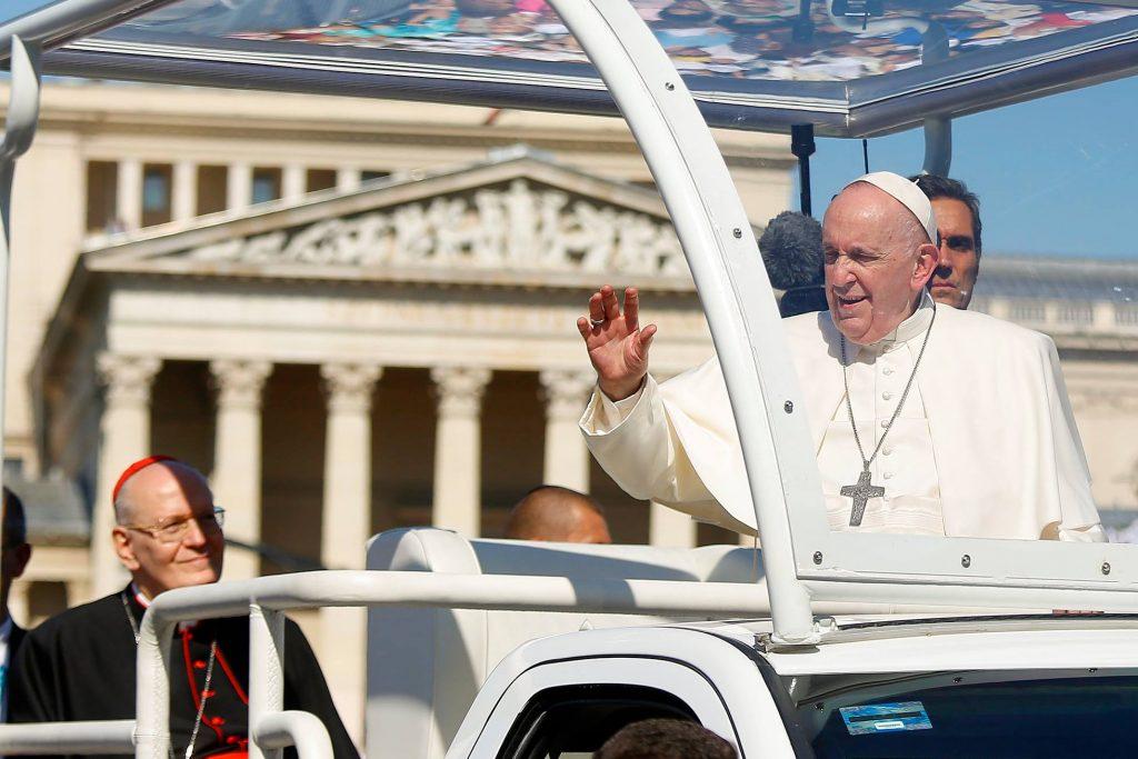 """Papstbesuch in Budapest: """"The New York Times"""" verwechselt Ungarn mit Rumänien post's picture"""