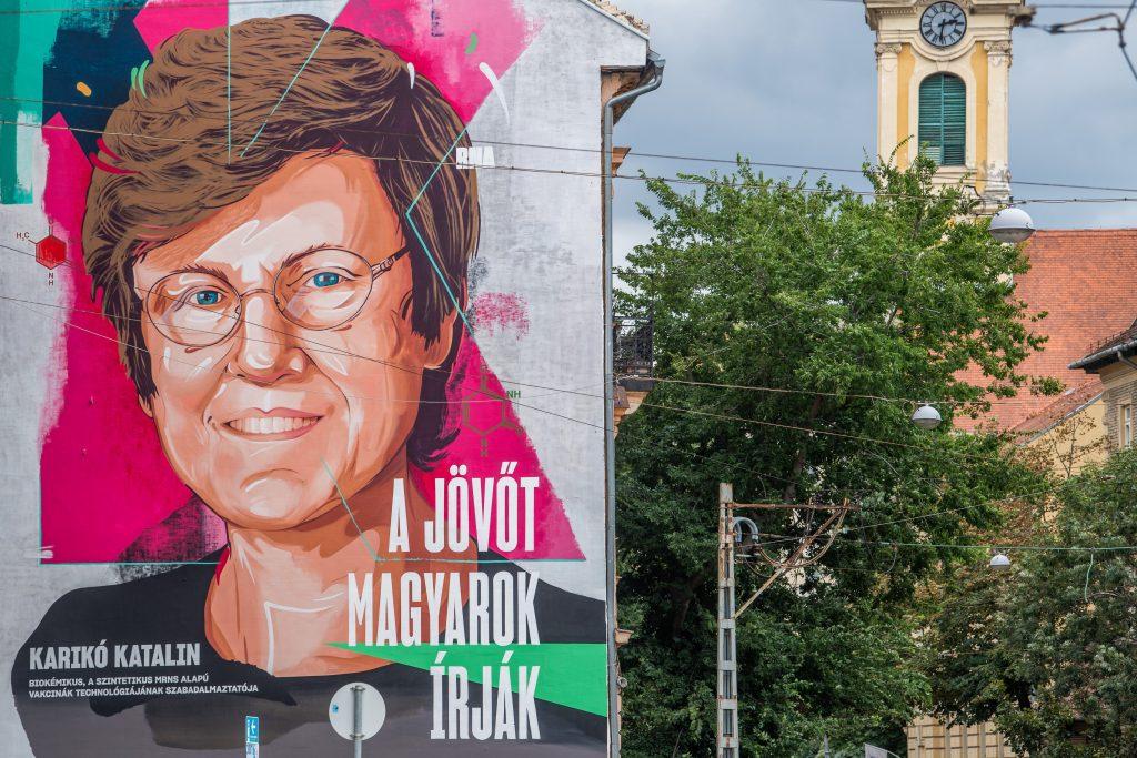 Wandgemälde mit dem Abbild der Biochemikerin Katalin Karikó fertiggestellt post's picture