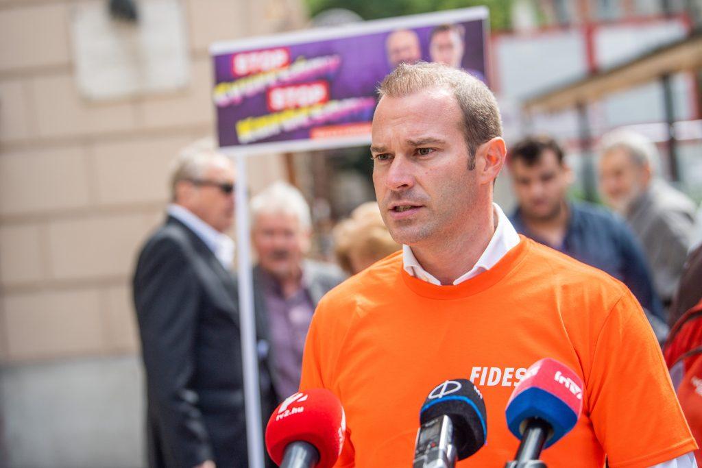 Petition gegen die Opposition: 100.000 Unterschriften gesammelt post's picture