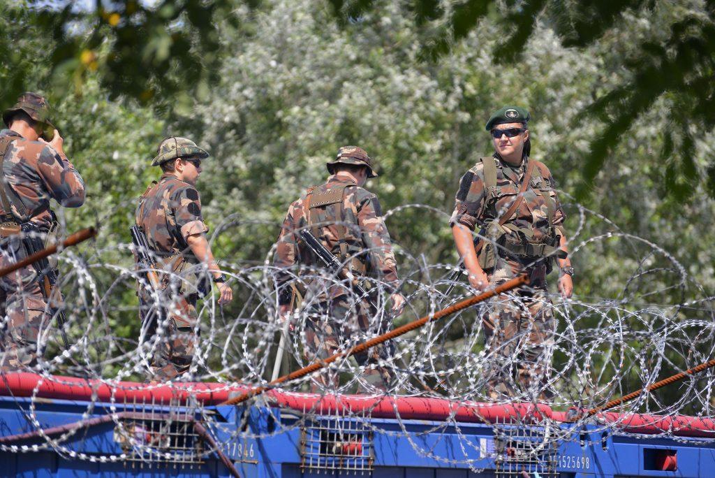 """Außenminister Szijjártó: """"Ungarn ist bereit, Europa vor den Migranten zu schützen"""" post's picture"""