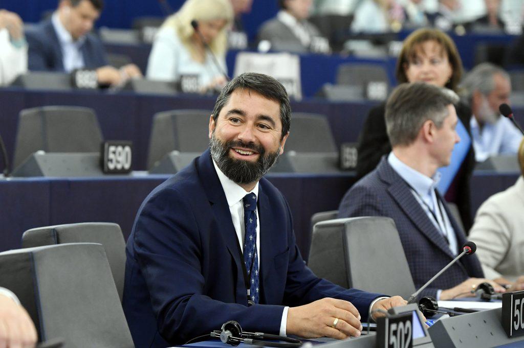 """Fidesz-Abgeordneter: EP ist bereit, """"ein weiteres LGBTQ-Diktat"""" zu verabschieden post's picture"""