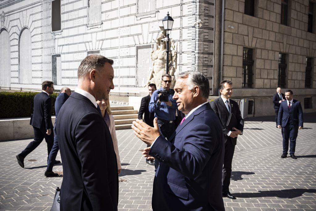 """Orbán: """"Ungarn steht Polen bei Machtmissbrauch der EU zur Seite"""" post's picture"""
